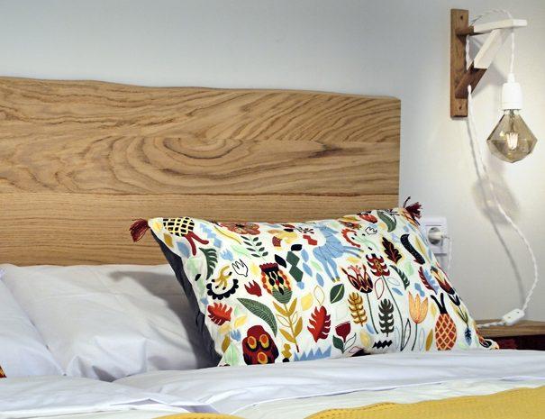 Detalle cama dormitorio