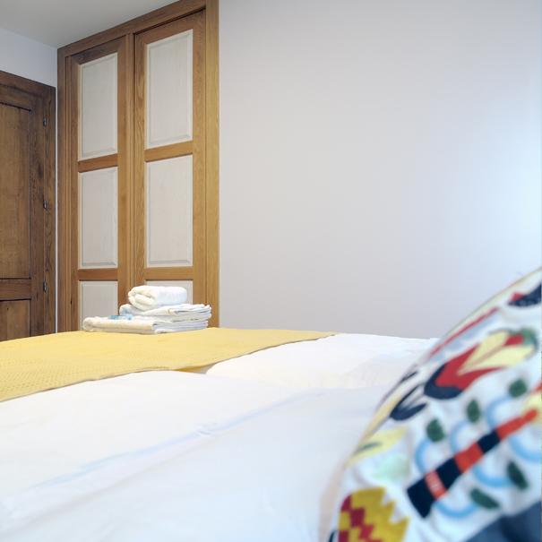 Apartamento Estella-Lizarra I  general cama dormitorio y armario
